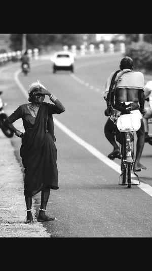 Eyem Best Shots Dailyhumancondition On The Highway The Waiting... Street Life RePicture Travel Needyourhelp Blackandwhite Portrait EyeEm Best Shots - Black + White Black And White Collection