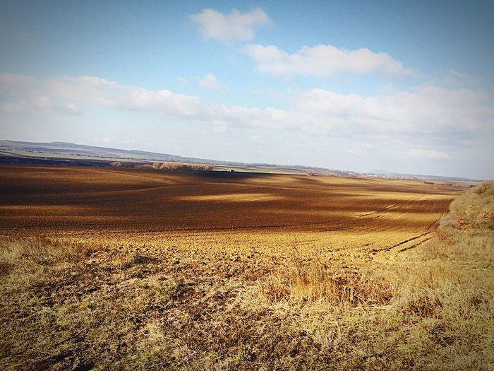 Szombati Gyalog Galopp Zongor45 7:30 Alatt Hiking Hikingadventures Perbál Brown Field Field Cloud And Sky Sunshine ☀ Beautiful Nature IPhoneography Iphone5s