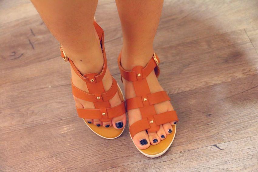 Shopping for her shoes Shopping Relaxing Taking Photos Feet Having Fun
