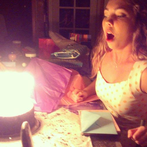 Blow dem candles out gurlll! Happy birthday BBB love you! Sodetermined 19 Birhdaygirl Surpriseparty @liannalou