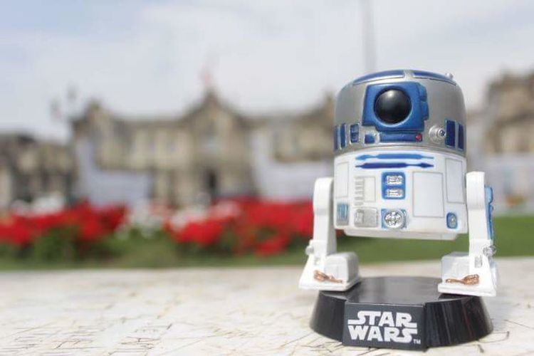 R2-D2 en Lima #starwars Star Wars Star Wars Day Star Wars Collectables Colection Lima R2-D2 No People Outdoors Day Close-up Coin-operated Binoculars