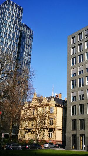 Historical between modern Blau Blue Blue Sky Historical Modern Historisch Alt Old New Buildings Gebäude Stadt City Hochhaus Skyscraper Eingezwängt Dazwischen Between Sky Himmel Blauer Himmel Blau Building Exterior Architecture Built Structure Outdoors Day City No People Sky