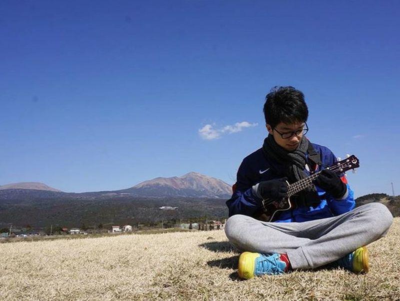 昨日数年ぶりに高千穂牧場に行ってきました🐮🐑🐴 外レレしたんだけど風の音が入りすぎて(;´Д`)ということで写真をup📷 小さいころはよく行ったけど次はいつ来るんだろうと考えるとさみしくなる。 宮崎を離れるのか Japan Miyazaki Takachiho Farm Mountains AAA Bluesky Ukulele Instrumental Play Memory Yeah Team_jp_ F4F Like4like Instagood 日曜日 高千穂牧場 霧島 ウクレレ 外レレ #外連 絶景 青空 山 高3 写真好きな人と繋がりたい 父撮影