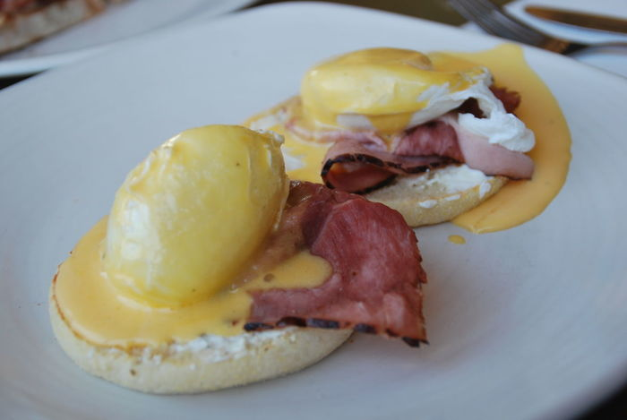 EGGBENEDICT Bacon Close-up Day Food Food And Drink Freshness Ham Indoors  Meat No People Plate Prosciutto Ready-to-eat Sausage Yellow