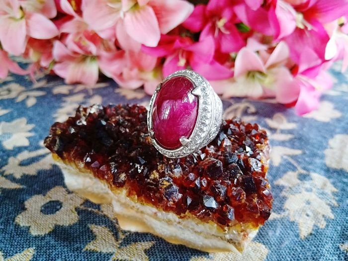 stone with jewelry Ring Rings Rings 💍 Stone Stones Agate Stone Agate Natural Jewelry Jewellery Jewelrydesign Ruby Ruby Red Accessory Accesories Flower Dessert Fruit Table Close-up Sweet Food Food And Drink Precious Gem Gemstone  Quartz Semi-precious Gem Bling Bling