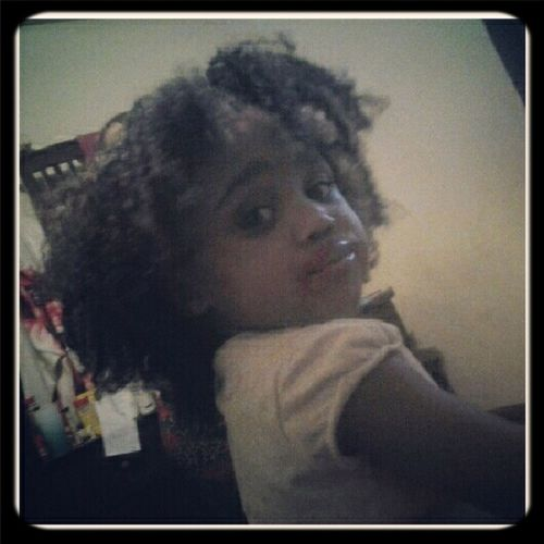 JUST TOOK WANNiE HAiR OUT... SHE PUT ALL THAT RED LiP GLOSS ON LOL!
