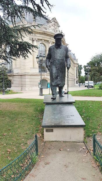 Sculpture Winston Churchill Paris