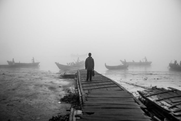 Destination Full Length Horizon Over Water Journey Loneliness Lonely Outdoors Relaxation Sea The Way Forward Water Wood - Material Monochrome Photography Traveling Home For The Holidays