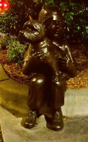Fine Art Photography Fine Art Boy And Dog Sculpture Check This Out City At Night Hello World Unedited The Purist EyeEm Gallery Hidden Gems  Pattern, Texture, Shape And Form Street Photography Everett, WA