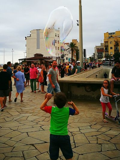 Sky Cloud - Sky Large Group Of People Outdoors Day People City Blanesturismo BlanesTurisme Blanes HuaweiP9 Boy Child Childhood Bubbles In The Sky Bubbles Cheerful City Cityscape Crowd Celebration