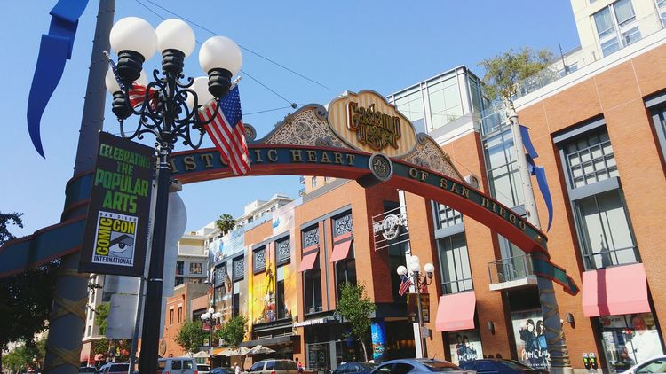 Outdoors Architecture Cityscape San Diego Gaslamp District Sdcc Comicon America American Flag Windows Historical Place