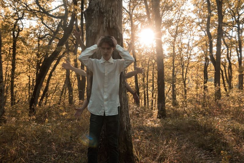 Борьба с самим собой Streetphotography Клёнов Россия Russia Природа Tree One Person Leisure Activity Land Standing Lifestyles Plant Nature Sunlight Forest Beauty In Nature Real People Tree Trunk Trunk Full Length Day Men Rear View