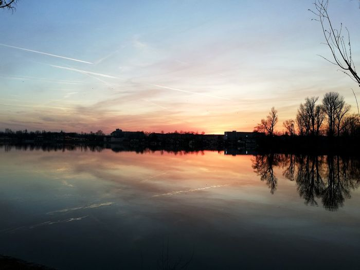 Danube Colorful Sky Dusk Waterbody Vienna Reflection Water Tree Lake Autumn Fishing Reflection Blue Sky Horizon Over Water Reflection Lake Reflecting Pool Standing Water Calm Evening Romantic Sky