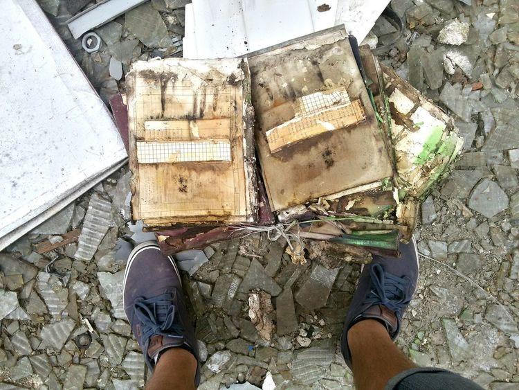The Changing City Old Oldschool Oldbooks Oldbook My Legs Legs Dirty Vans Shoes City Town Svetjetocojsemja