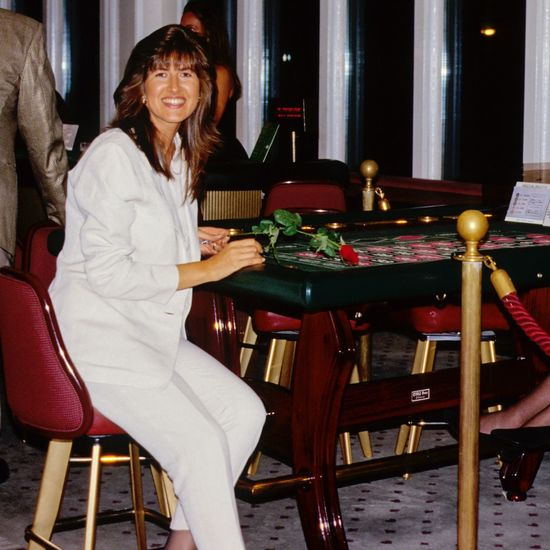 Chair Table Indoors  Sitting Looking At Camera One Person Casual Clothing Seat Leisure Activity Real People Furniture Portrait Smiling Lifestyles Full Length Women Day Adult People Adults Only Roulette Roulette Wheel Roulette Table EyeEmNewHere Be. Ready. EyeEm Ready   Love Yourself