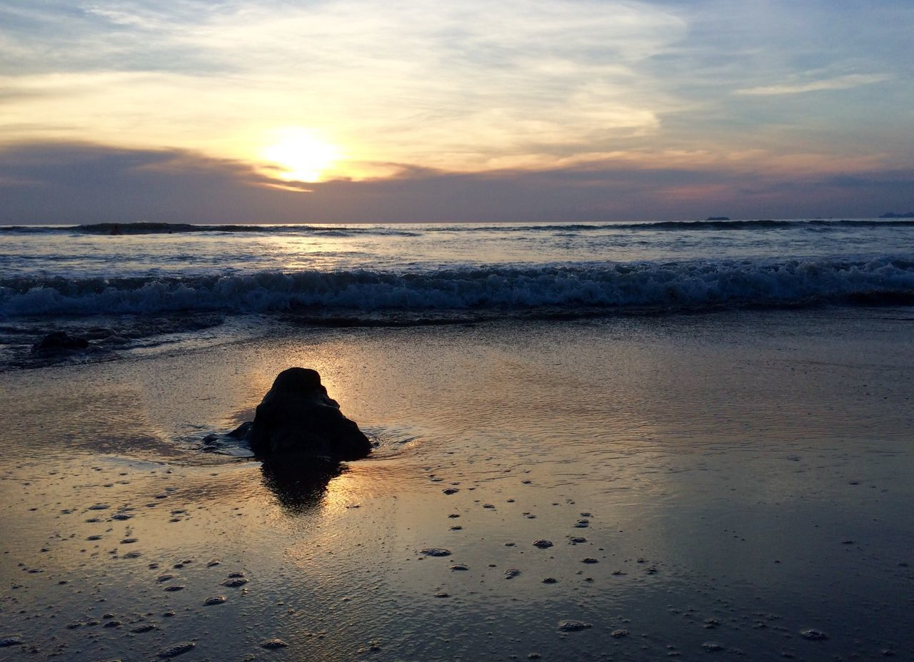 sea, water, beach, sunset, horizon over water, scenics, tranquil scene, sky, beauty in nature, tranquility, shore, reflection, nature, cloud - sky, idyllic, sun, sand, wave, orange color, cloud