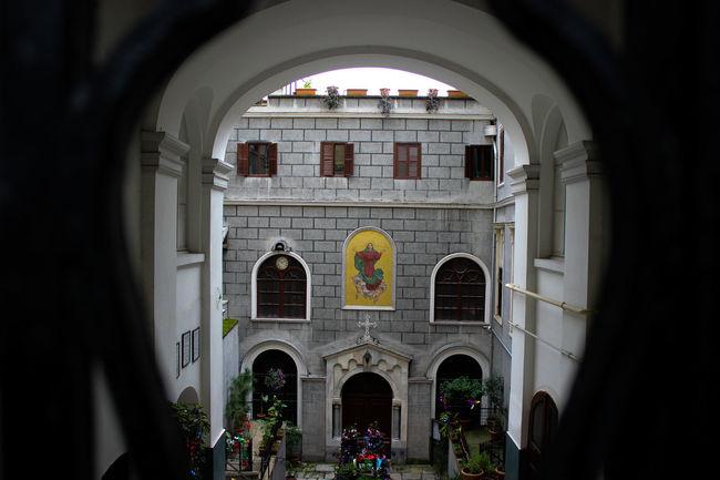Her bakış farklı görüş. Arch Religion Architecture Business Finance And Industry Tourism Window History Built Structure No People Day Travel Destinations