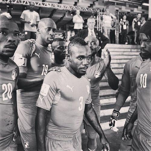 Valeu Costa do Marfim! Estão fora da Copa por uma falha da arbitragem! Uma pena mesmo.. Drogmito Passaramamãonosnegrinhos Juizfdp CostadoMarfim civ drogba worldcup