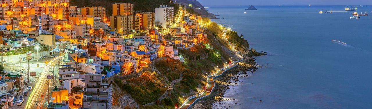 한국의 산토리니 영도 흰여울길 Santorini of Korea Youngdo Busan City Night Landscape Cityscapes Night View Nightscape Panorama with Sony A7R and Carl Zeiss Zeiss 135za f1.8
