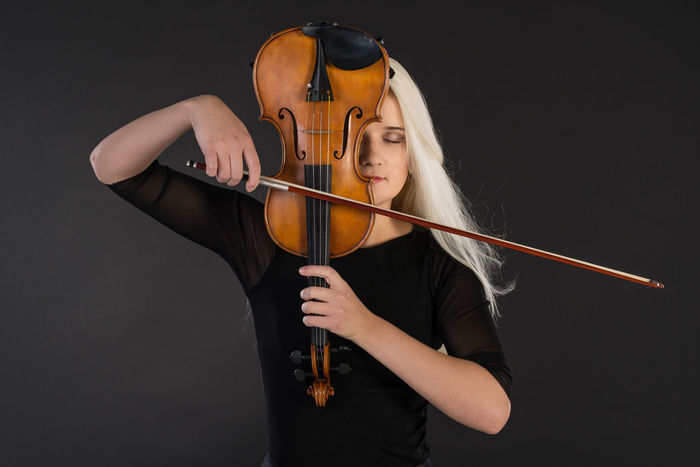 Arts Culture And Entertainment Beautiful Girl Beauty For The Love Of Music Girl Hobbies Holding Music Musical Instrument Playing Music Playing Violin Real People Serious Showcase: February Violin TakeoverMusic Women Around The World