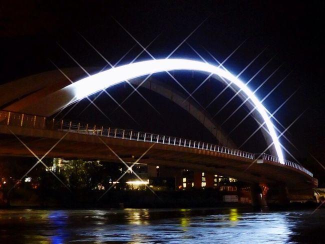 Lyon : Le Pont Raymond Barre reliant le quartier de Confluence a Gerland