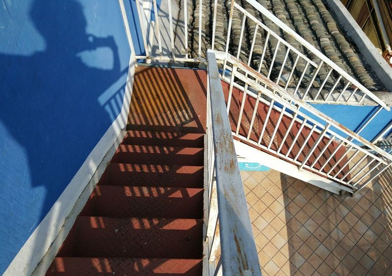 楼梯 Architecture Railing Built Structure Steps Day No People Staircase Steps And Staircases Sunlight Shadow Outdoors Building Exterior Close-up