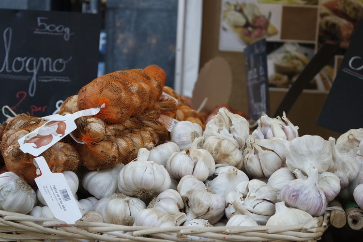 Aglio Francese Samsung Nx300 Photographer Market Retail  Seafood Supermarket Vegetable Business Finance And Industry For Sale Business Close-up Food And Drink Garlic Bulb Display Street Market Shop Garlic