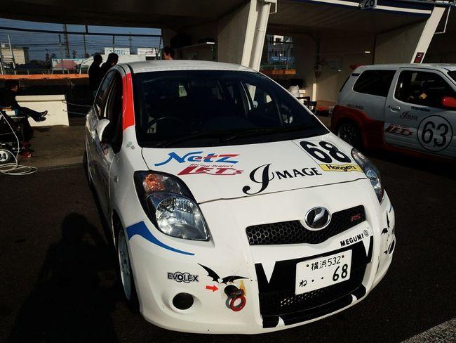 夫のレースを長年サポートしてくれた友人の初レース!予選前の1枚。 Tsukuba Circuit Car Vitz Racecar Motersport Race
