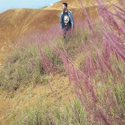 "Traveling kali ini ditemani kaos ""Story of Peter"" dr @sarasvatimusic merchandise.. Lokasi : Pasir Berbisik Ciwidey (Rutenya silakan baca di buku JARAMBAH BANDUNG yaa) Ridwanderful JarambahBandung DiBawahLangitBandung BandungIsMe"