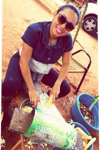 Antropologia é estar, sentir, viver.! Fazendo farinha de mandioca.