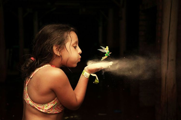 imagina.... EyeEm Selects Child Childhood Human Hand Girls Close-up Friend Bubble Wand Thoughtful