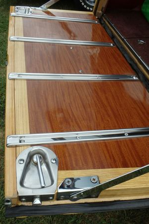 Station wagon tail gate, beautiful wood and chrome. Oldmachine Oldcars Classic Car Vintage Cars Chrome Carshows Wood Cars Stationwagon