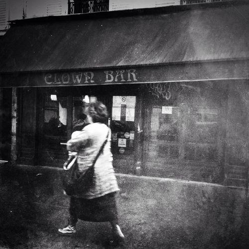 Un bistro rempli de mémoire, rue Amelot IPhoneography Mobileart NEM Black&white