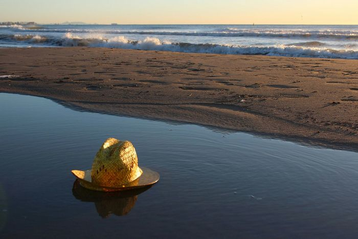VERANO♥ VERANO 2017 Playa Water Sea Reflection Vacations Summer Beach Sunny Day EyeEmNewHere Sea Water Playa Travel Destinations Tranquility Sombrero Refreshment Sun