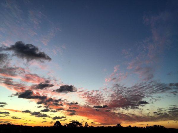 'Estoy aquí de paso, yo soy un pasajero. No quiero llevarme nada ni usar el mundo de cenicero...'🎧🖖🏼 Tranquility Sky Sunset Cloud - Sky Cloud Calm Taking Photos Uruguay Montevideo IPhoneography Hi! Hello World Iphonephotography Atardecer