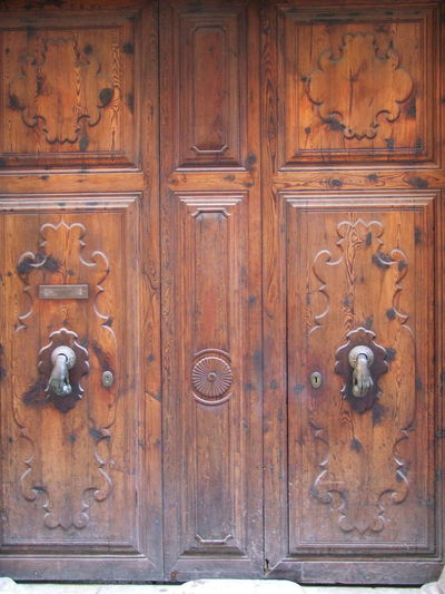Ornate Door Knockers City Composition Mallorca Palma Palma De Mallorca SPAIN Unusual Architectural Feature Architecture Brass Knocker Close-up Closed Door Door Knocker Entrance Full Frame No People Old-fashioned Ornate Door Outdoor Photography Protection Safety Security Wood - Material Wooden Door