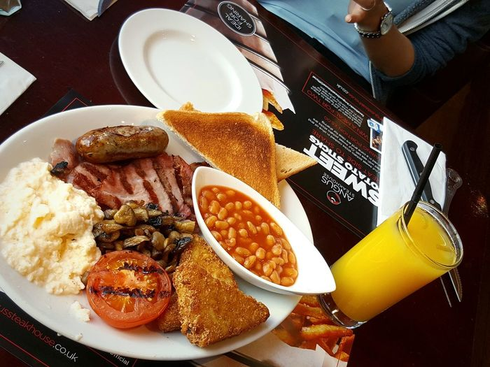 Breakfast 😍 Yummylicious Englishbreakfast Scrambledeggs Hashedbrown Bacon! Orange Juice  Toast🍞 Morning Rituals Cheese! Angussteakhouse Traveldiaries2016 London Paddington Travelling ✈ Foodphotography Inlovewiththiscity Cameraphone