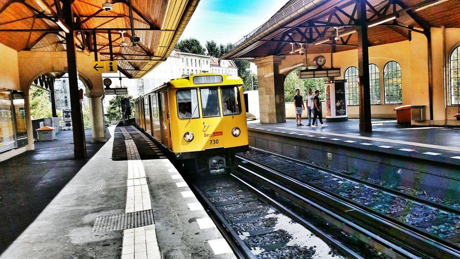 Schlesisches Tor Ubahn Berlin Yellow Subway Subway Station Berliner Ansichten Berlin