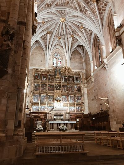 Castillayleon España Architectural Detail España🇪🇸 Iglesia Católica  Iglesia Chrurch Architecture Arch Place Of Worship Built Structure Religion Belief Spirituality Indoors  Low Angle View History No People Building Travel Destinations Architectural Column