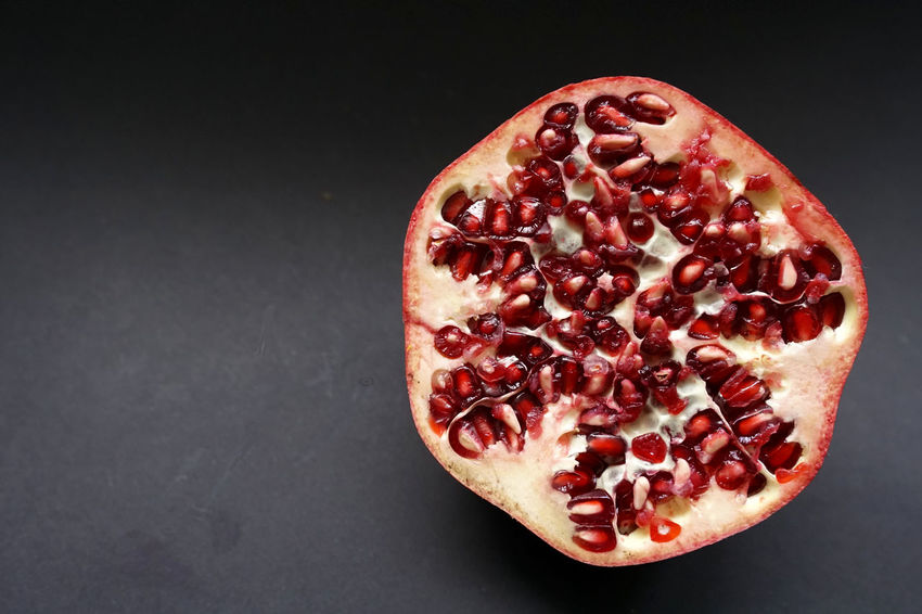 Bio Food And Drink Black Background Close-up Cross Section Day Food Food And Drink Freshness Frucht Fruit Granatapfel Halved Healthy Eating Indoors  No People Obst Pomegranate Pomegranate Seed Red Seed Studio Shot