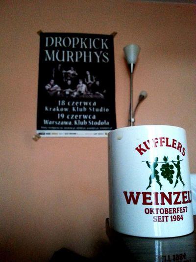 Turecka kawa, w niemieckim kubku, z irlandzko-amerykanskimi wspomnieniami, pita przez ślązaka, w sercu Małopolski, a to wszystko sfotografowane koreańskim telefonem... Czyli przemyślenia przy porannej dawce kofeiny