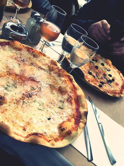 Restaurant en famille .. Restaurant Ristorante Vine Rosé Famille Family Pizza Photography Food Italian Food Food And Drink Buonappetito Bonappetit Nice Likeit Cupofwater