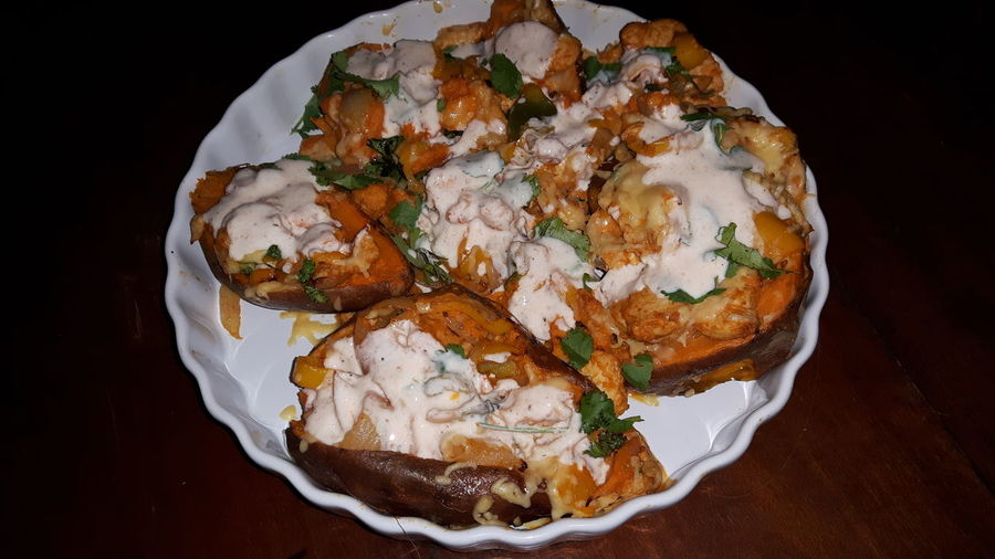 Mexican Food Filled Sweet Potatoes Sweet Potatoes Healthy Eating Healthy Lifestyle Mexican Style Chicken Cayenne Pepper Grated Cheese Yoghurt Lime Dressing Hot Food Spicy Food