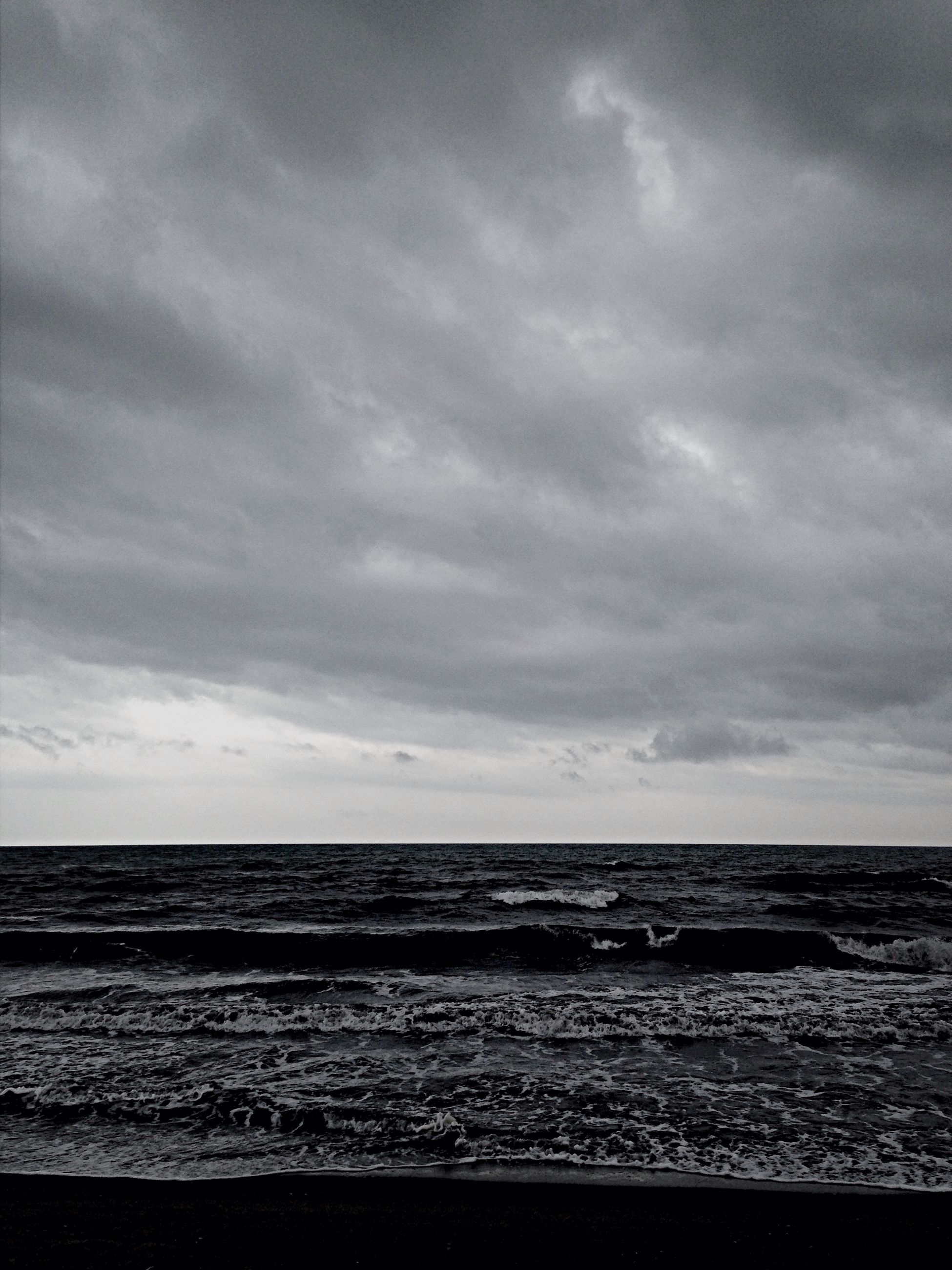 sea, horizon over water, sky, beach, water, tranquil scene, tranquility, scenics, beauty in nature, cloud - sky, shore, nature, cloudy, cloud, idyllic, sand, coastline, overcast, outdoors, remote