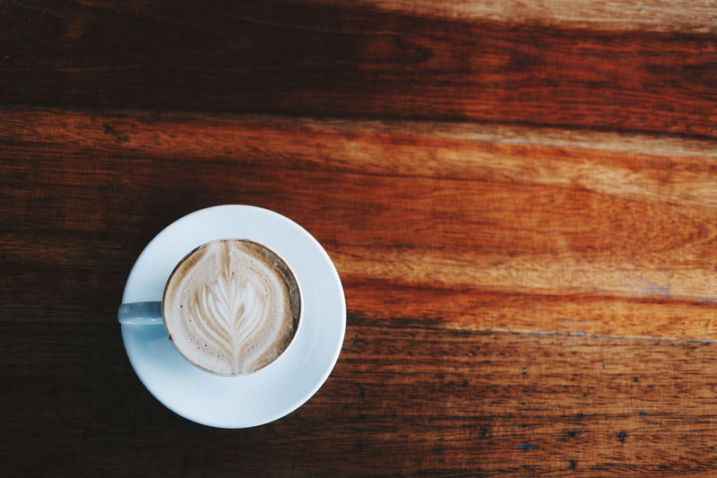 Laté Art Cooffee Cooffetime Cooffeelover Foodphotography Coffee Break Plate Wood Grain Wood - Material Table Directly Above Close-up Food And Drink Latte Froth Art Coffee Coffee Cup Black Coffee Coffee - Drink