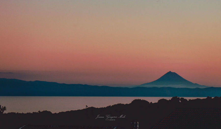 Olhó Pico. Azores Islands Azores Portugal Azoresinphotos Mountain 55mmlen Azoresinphotos Shareazores NikonD3400 Naturephoto Sunset Sea Silhouette Sky Landscape Active Volcano Volcanic Crater