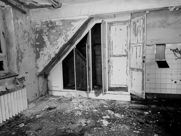 Architecture Built Structure Abandoned Building Day No People Building Exterior Damaged Old Door Weathered