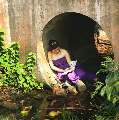 runaway princess Girl Reading A Book Runaway Princess Bookworm Read Books Girl Under A Bridge Creative Portrait Conceptual Fine Art Purple Gown The Great Outdoors - 2017 EyeEm Awards The Portraitist - 2017 EyeEm Awards BYOPaper! Rethink Things