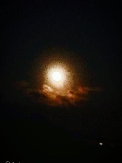 La luna L'occhio Che Dall'universo Ci Osserva La Luna E X Tutti Per Gli Innamorati X Un Dono Innarivabile M Che Mai Potra Essere Ripreso Una Volta.donata E Tua Per Tristi Che Giardandola Trovi Un Segno Di Sicurezza Cakkio Lei Sta Lassu Sola E Pure E Sempre Per Noi Qui Quindi Per Uno Che Soffre E.il Segno Di Andare Avanti Senza Esitazione E Poi E Per Me.....che Il Mondo Mi Offre Ogni Sera Un'arte Che Nn Smettera Di Essere Mai Mia La Luna Per Tutti E.di.nessuno....ma E La Bellezza. Bellezza Gratuita Che Da Speranza Vita Amore @nche Quando L'uomo Nn E Degno Di Essere.unano..... 😍😌😊 Capture Berlin