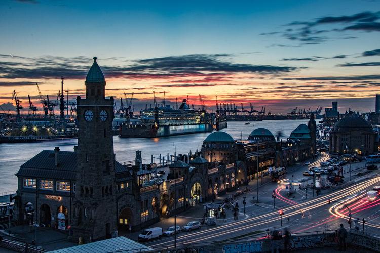 Elbblende Hafen Hafen Hamburg Hafenstadt Hamburg Hamburg Meine Perle Hamburger Hafen Harbour Metropole Sonnenuntergang Ahoi Cloud - Sky Elbe Fluss Hafenblick Hamburgcity Hansestadt Langzeitbelichtung Longexposure Norddeutschland Perle Port Of Hamburg  River Sky Sunset